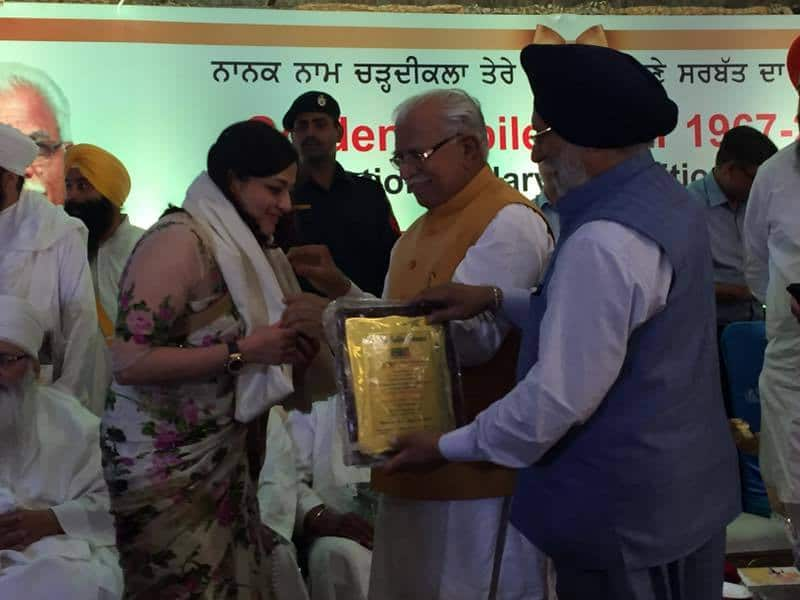 Dr Sumita Sofat getting acknowledged for her meritorious work in #ivf by the honourable chief minister of Haryana
